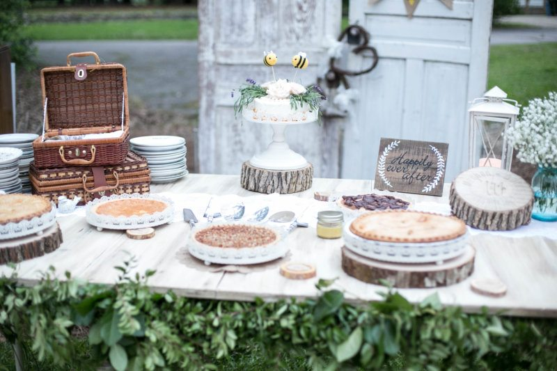 rustic wedding pie desert table
