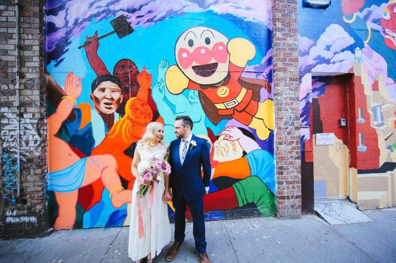 bride and groom nyc graffiti picture