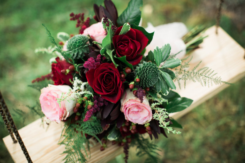 pink and burgundy rose bouquet