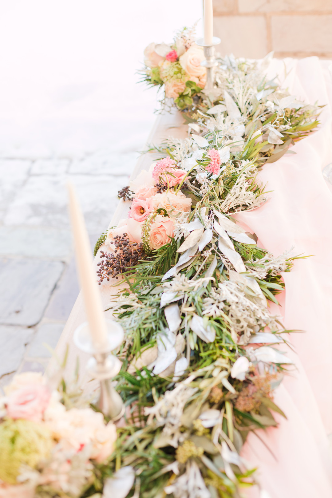 succulents, roses and greenery table vine