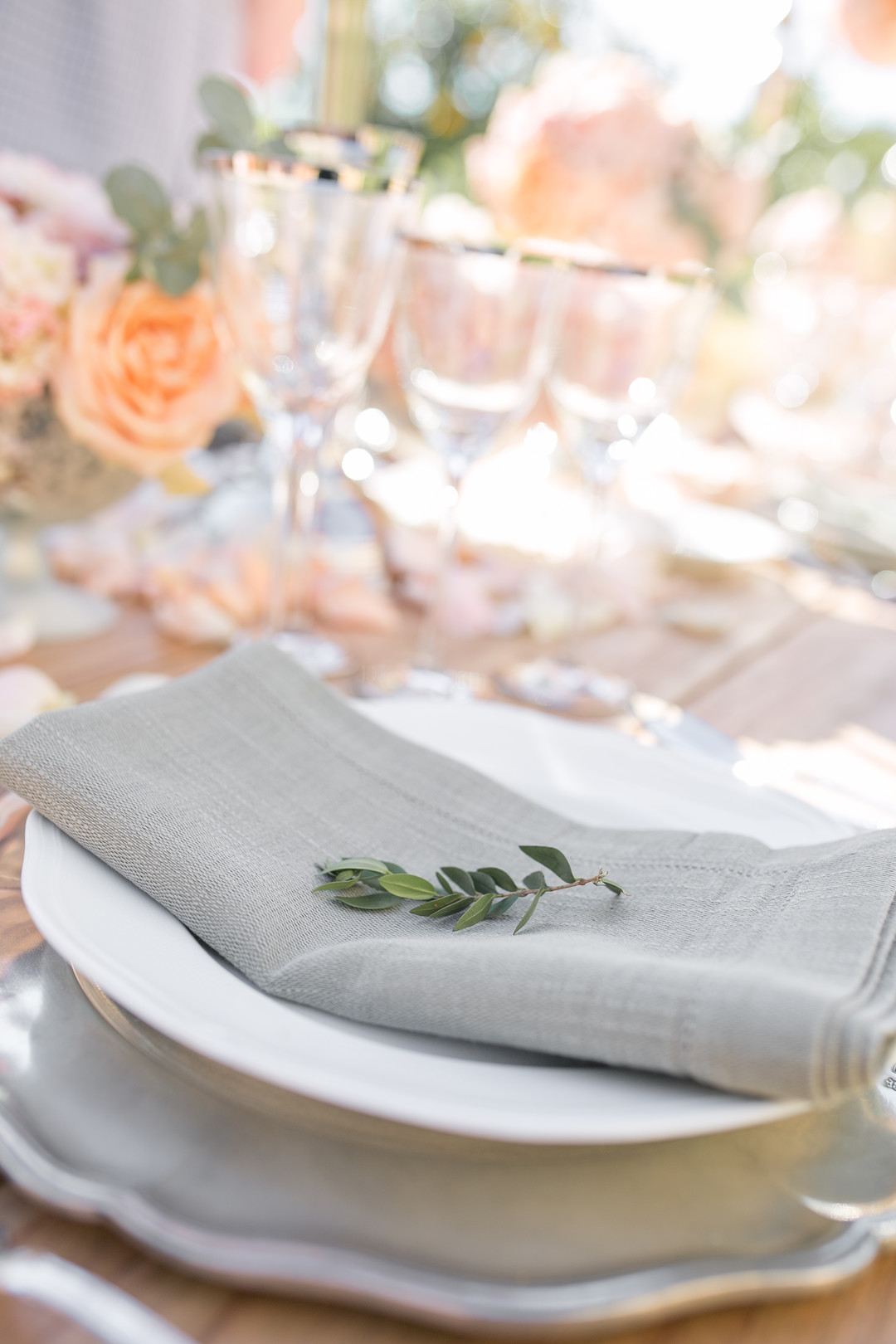 minimalistic table place setting at a wedding