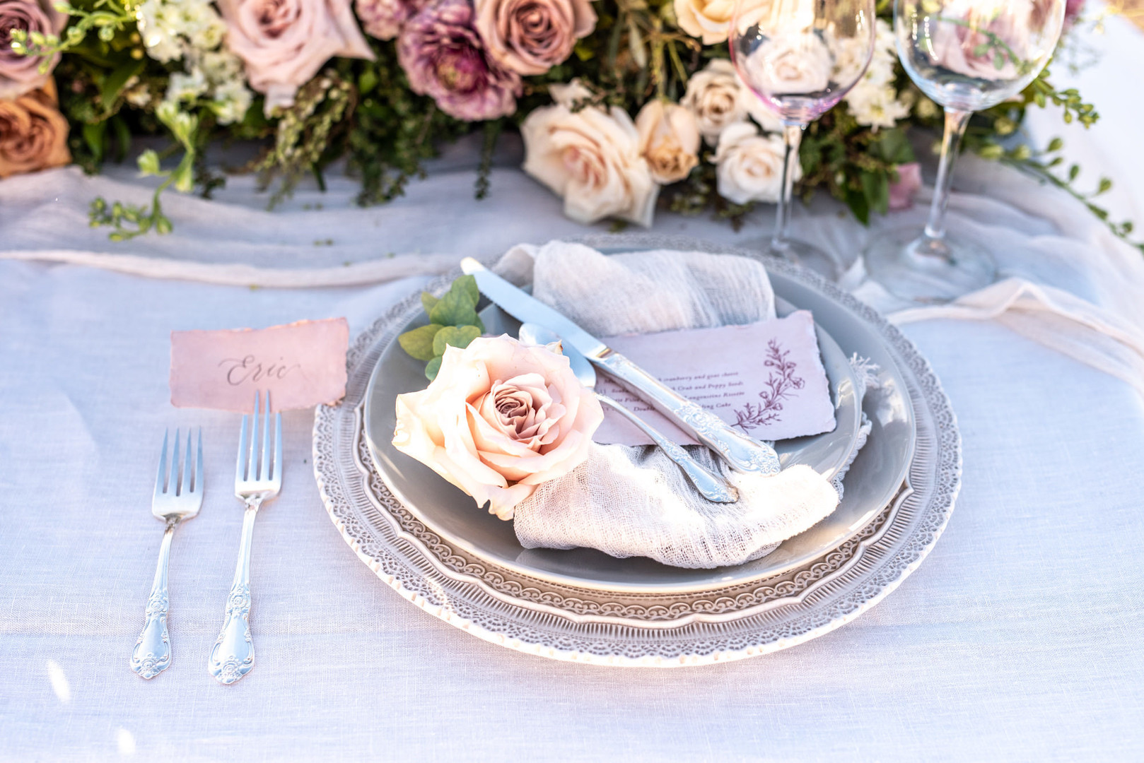 peach rose place setting for wedding