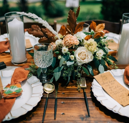 fall themed table setting for wedding with dark orange napkins