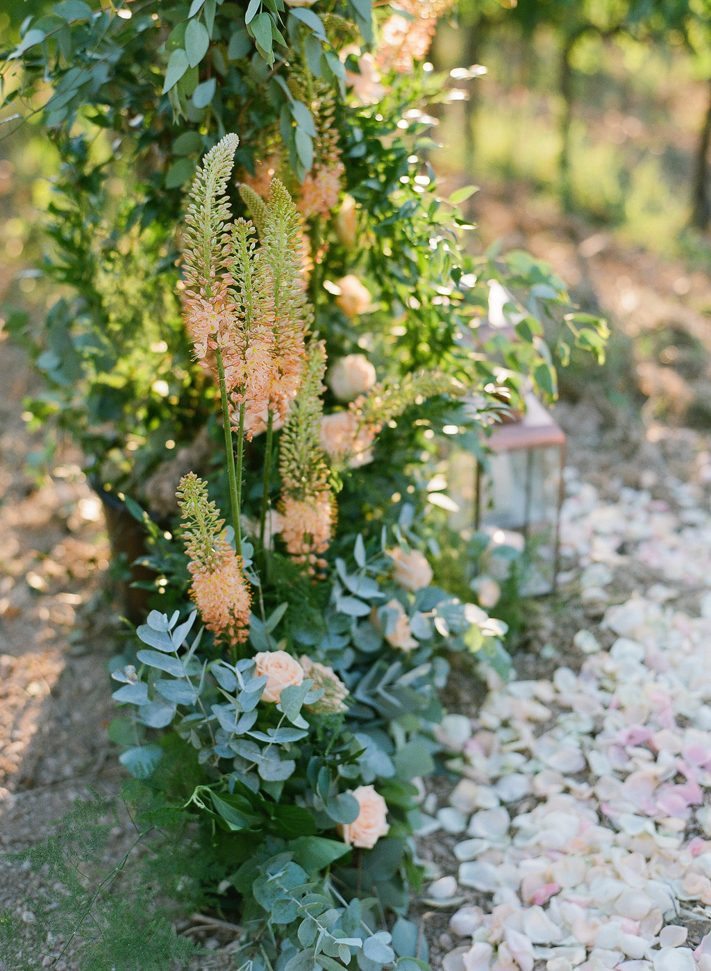 tuscan wedding ceremony flowers