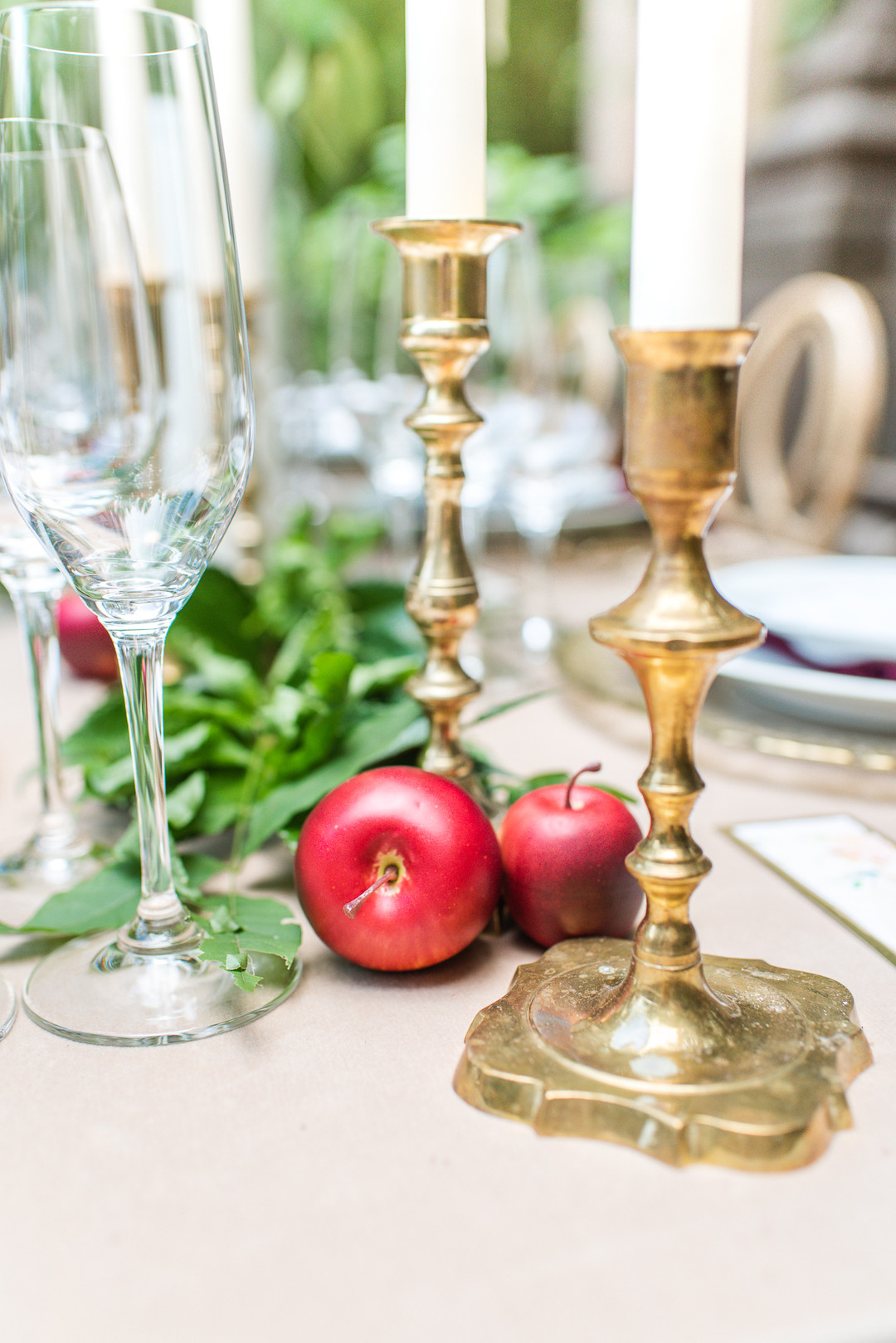 wedding table decor, red apples and gold candlesticks