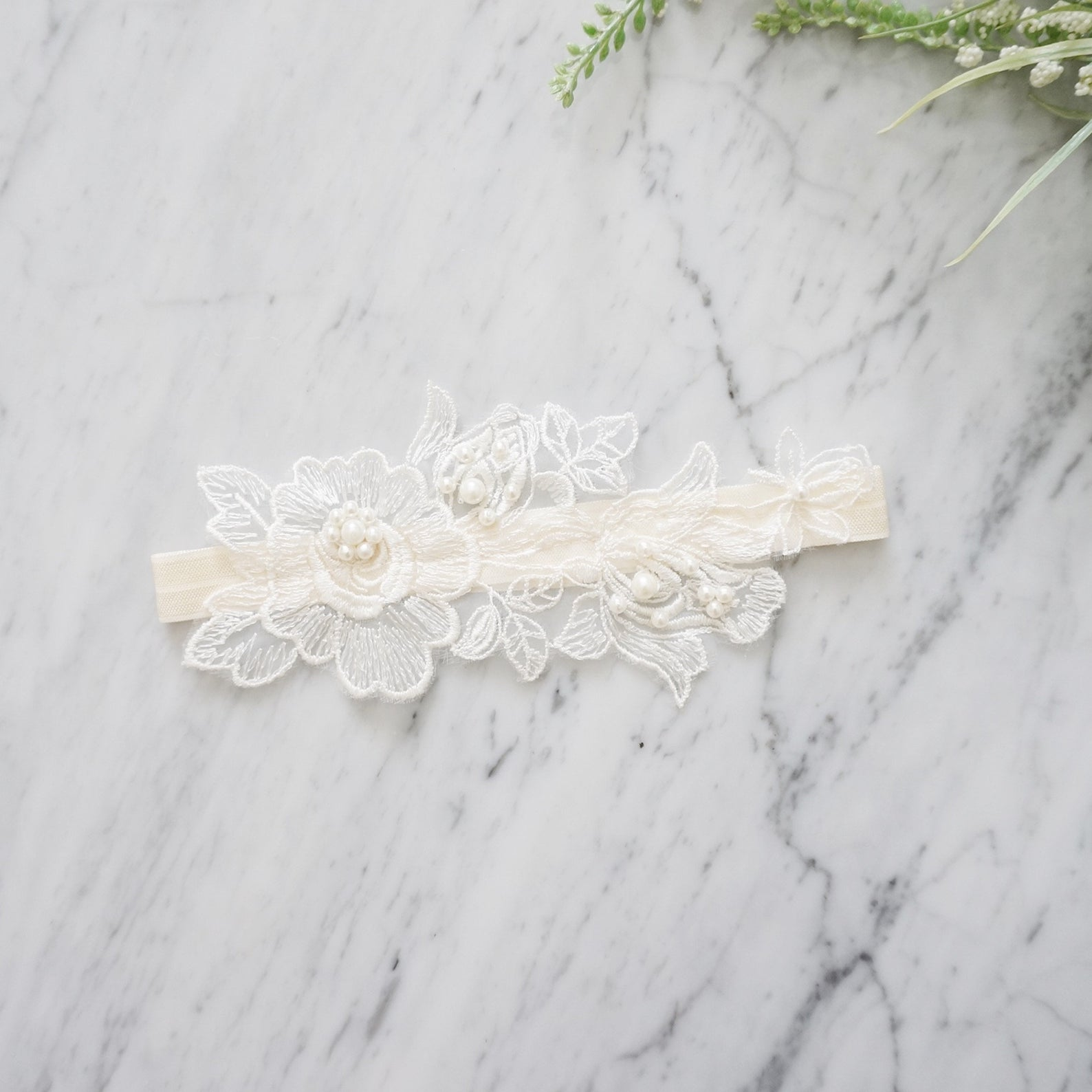 ivory and white floral garter