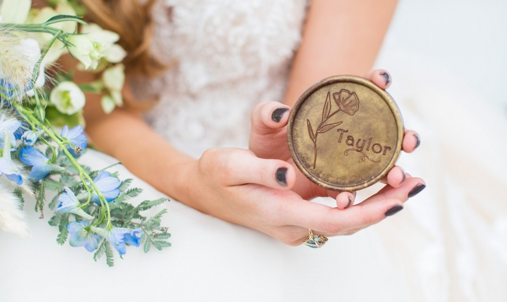 noteworthy chocolates personalized round wedding favors