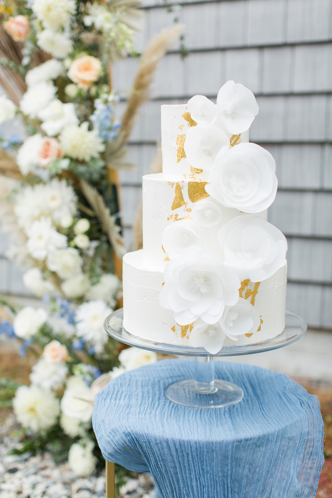 wedding cakee on a classic blue runner
