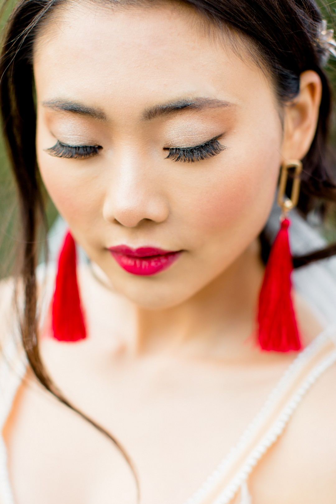 chinese bride with red tassel earrings and red lipstick