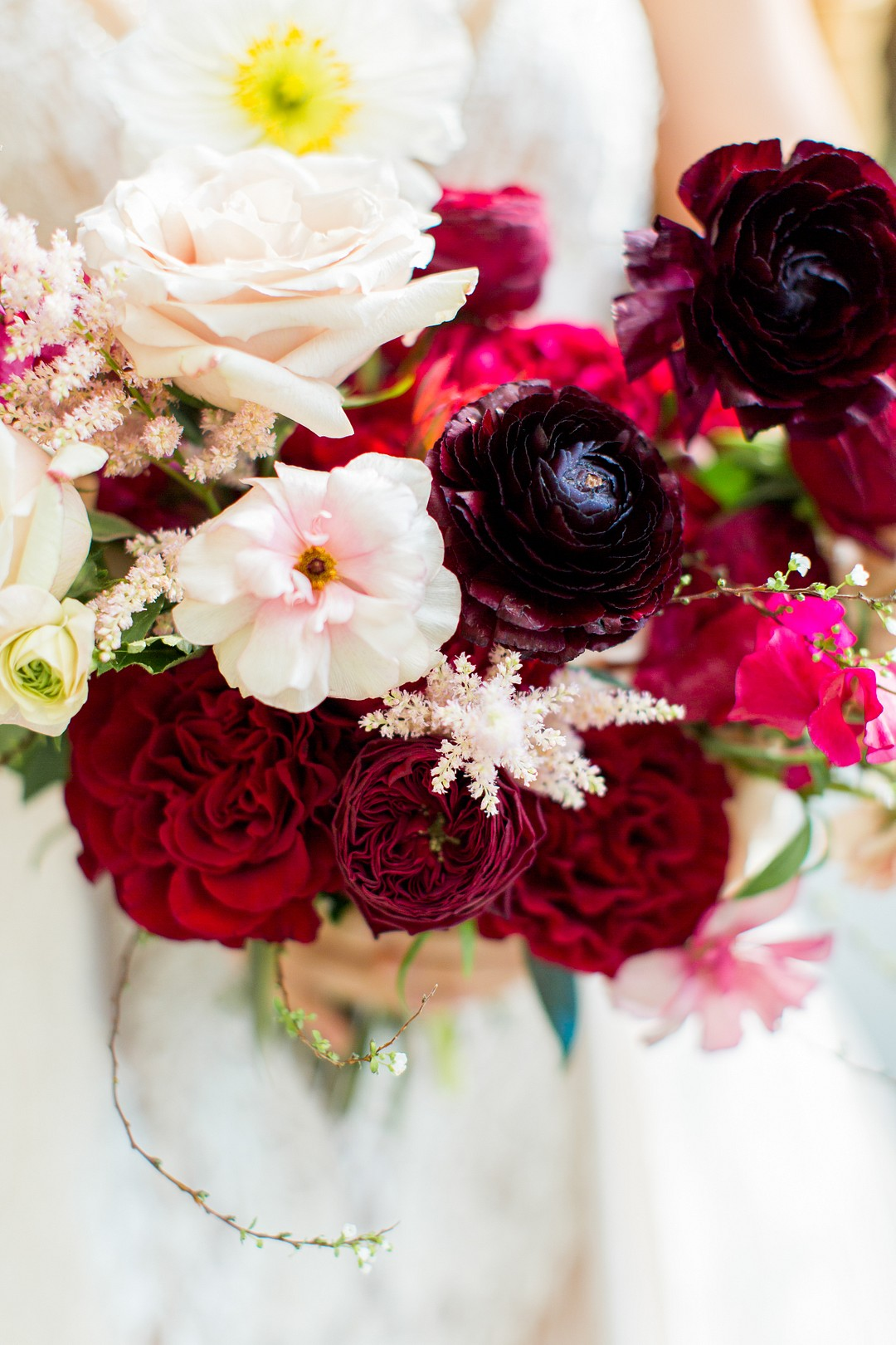 vibrant red wedding bouquet