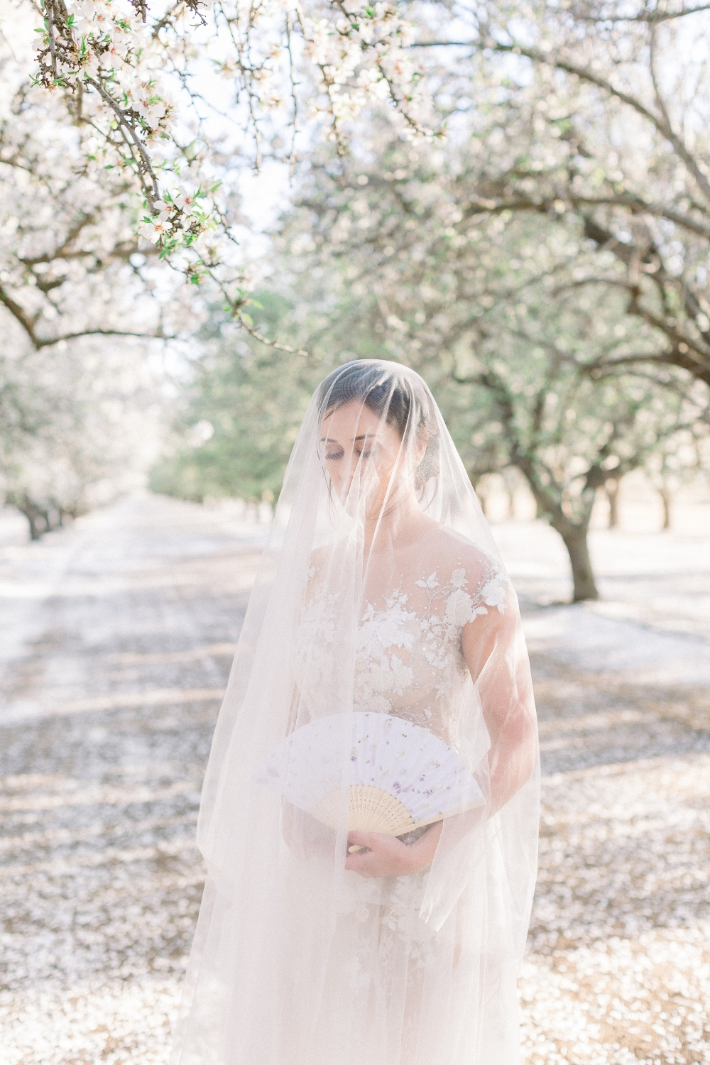 bride with veil and a Japanese fan