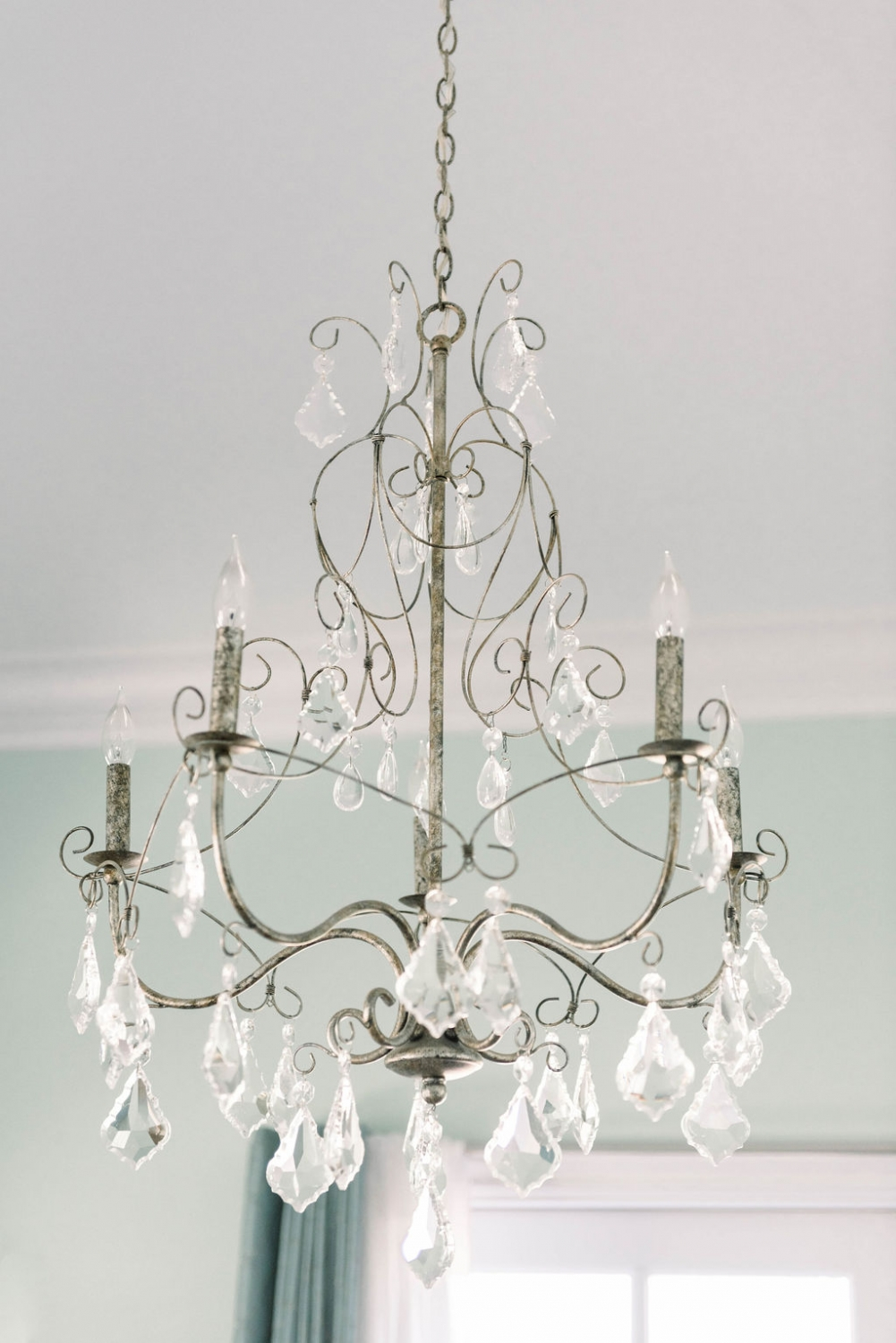 Chrystal chandelier at Avensole winery