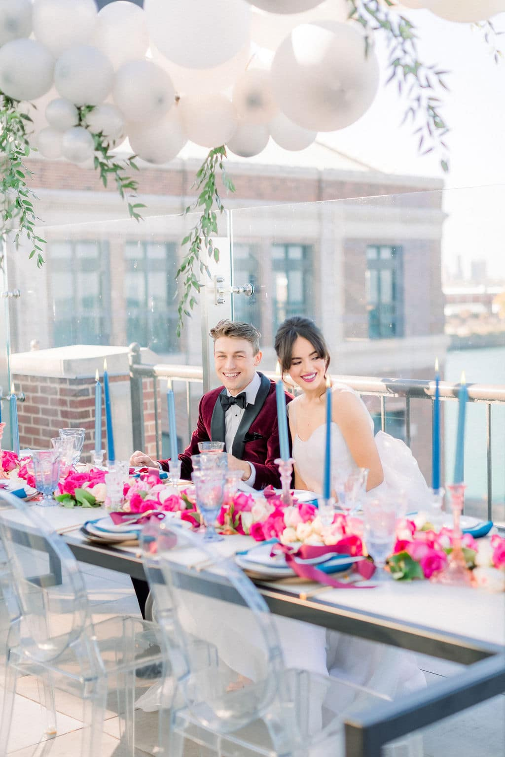 groom and bride at table with pink roses