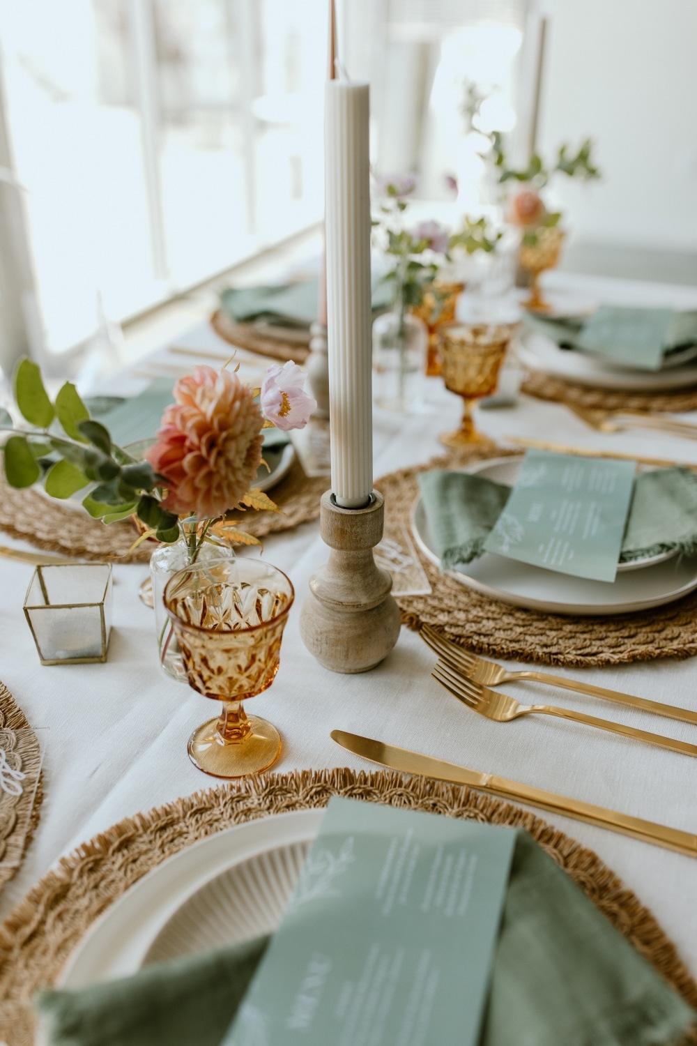 rustic wedding table setting with emerald green napkins
