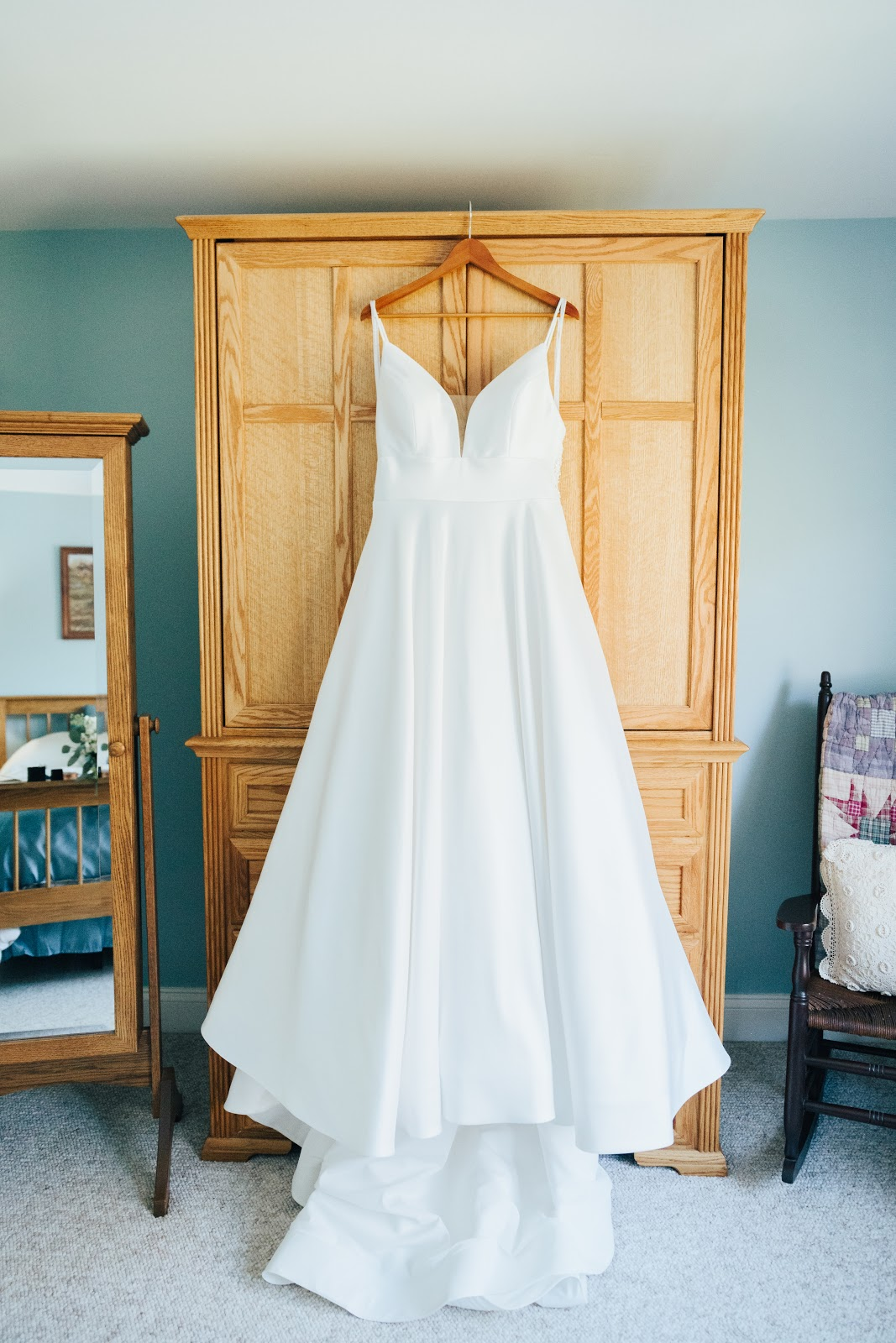 air out your dress before your wedding, week before your wedding checklist