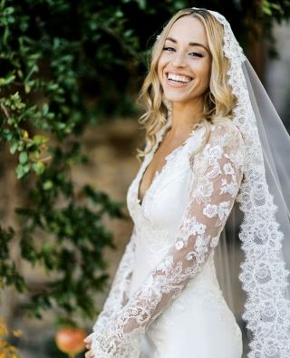 The look of pure happiness!  Check out the gorgeous details from this day via the link in our profile.   Photographer: @monro.photography Wedding planner: @mytuscanwedding Florals:@verdissimofioridigabriele Inspiration & make-up: @brow_authority Hair: @antonellabernicchi Lights:@mixarsrl Film:@emotionalmovie Location: @hotelborgogiusto Dress:@katiefongcollection